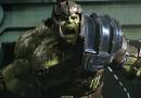 Pád Asgardu, Thor bez kladiva a Hulk v aréne!