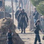 michael_fassbender_assassin_costume_04